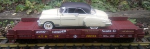Piko 38746 Santa Fe Auto Transport Wagon with 1950 Chevy Bel Air