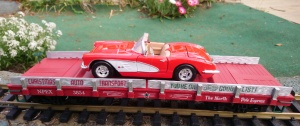 Piko 38761 Christmas Car Carrier With Die Cast Corvette